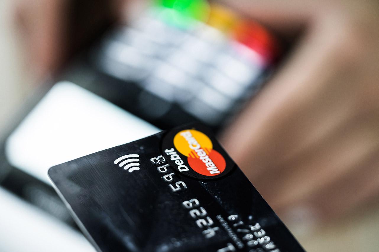Po co zamawia się kartę kredytową